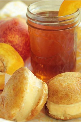 Peaches 'N Honey Frozen Yogurt Cookie Sandwiches
