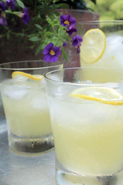 Skinny Homemade Lemonade